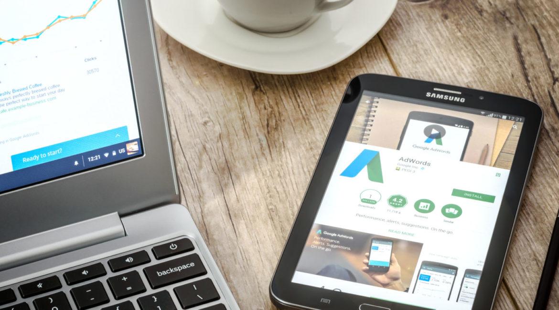 Anúncios de pesquisa responsivos do Google Ads sendo criados